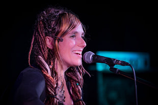 Elyssa Vulpes in concert