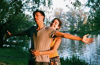how to maintain a relationship happy couple